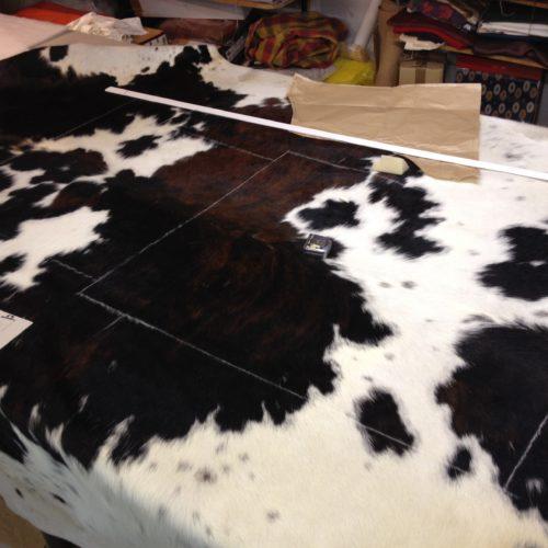 tapissier lyon decorateur ruf limonest restauration fauteuil peau vachette naturelle