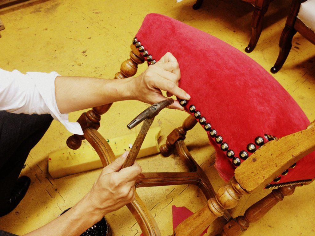 tapissier lyon decorateur ruf limonest restauration fauteuil meuble fauteuil chaise style epoque