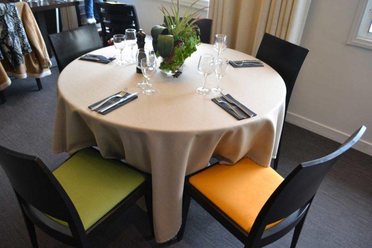 Tapissier décorateur Lyon fauteuil chaise rénovation restaurant mobilier