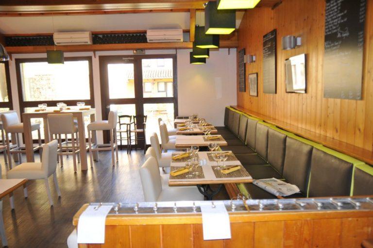 tapissier lyon décorateur maison ruf limonest restauration fauteuil chaise cuir banquette restaurant cuir décoration