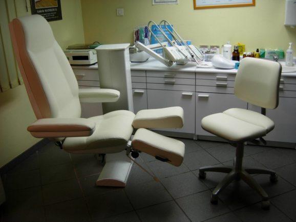 tapissier lyon décorateur maison ruf limonest restauration fauteuil cuir docteur décoration