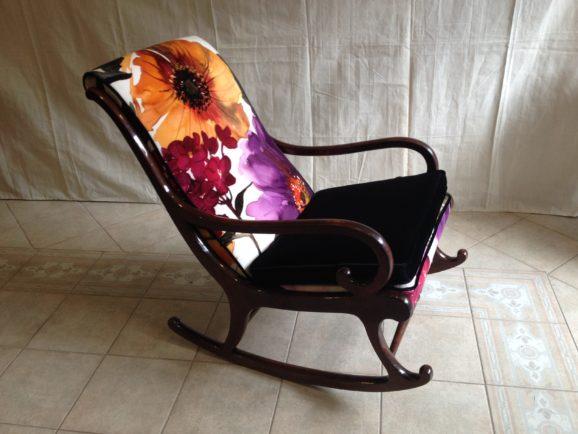 Fauteuil rocking-chair recouvert de velours