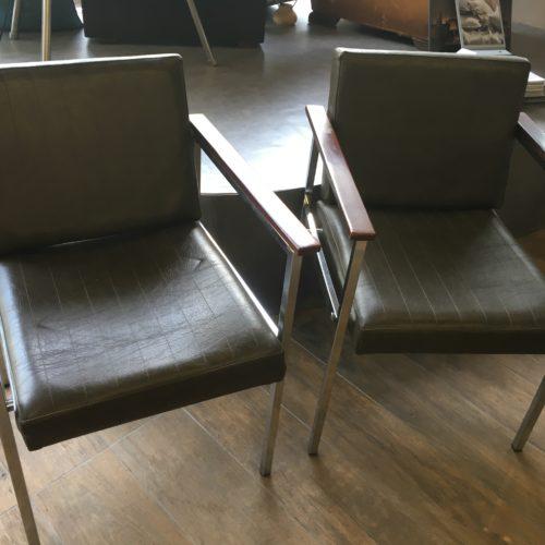 fauteuils vintage skaï artisan tapissier renovation mobilier lyon décorateur décoration intérieur